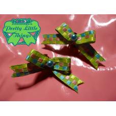 Digital green clasp bow